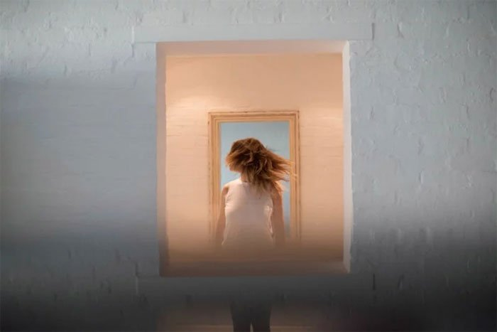 Phone-screen-reflection-trick-wedding-photography-mathias-fast-35
