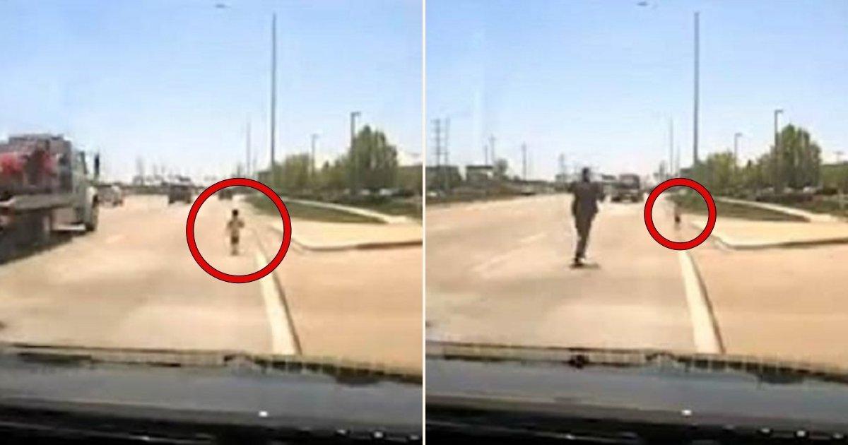 aa side.jpg?resize=300,169 - Ce policier risque sa vie pour sauver un enfant qui court sur l'autoroute