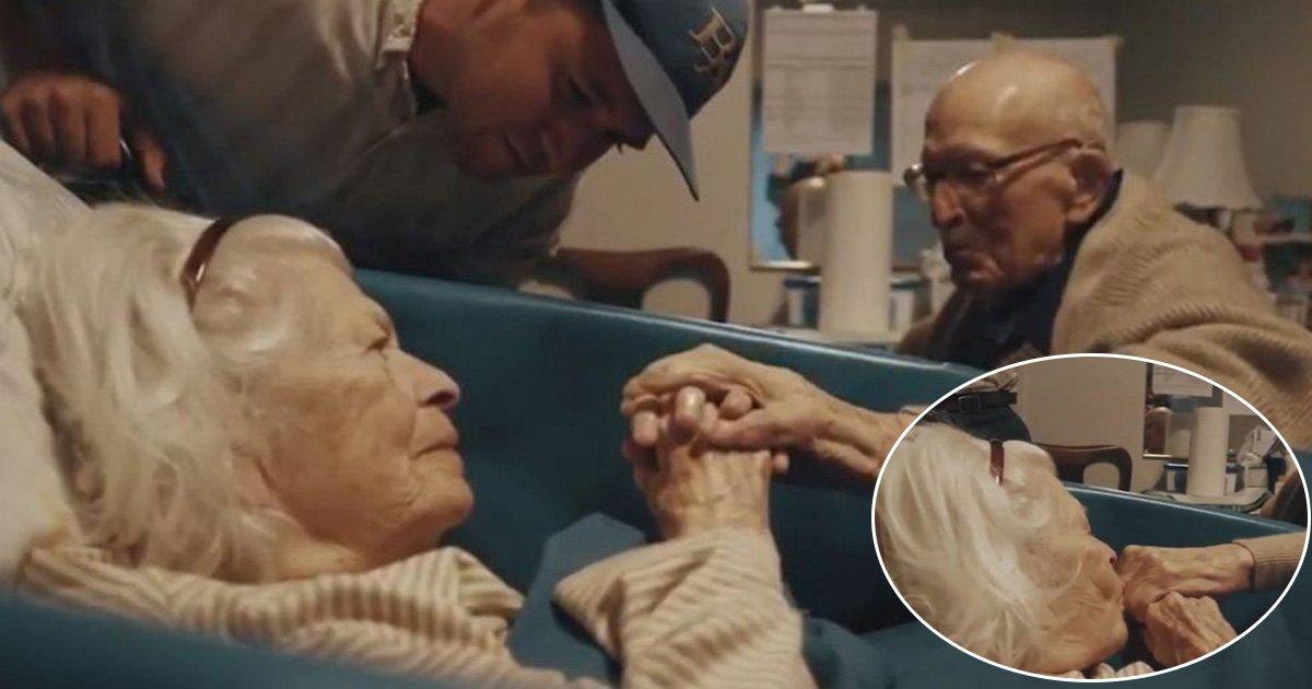 adfaf.jpg?resize=636,358 - Um homem de 105 anos visita o hospital para ver sua esposa de 100 anos de idade em seu 80º aniversário de casamento