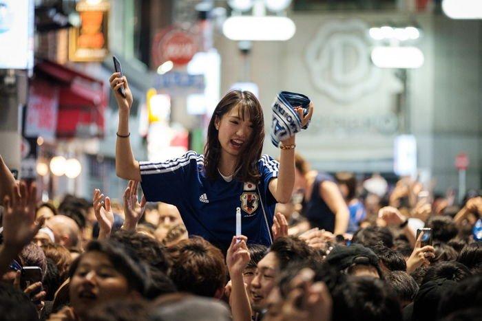 다른 나라 사람들 버린 쓰레기까지 다 치운 일본 관중들에 대한 이미지 검색결과