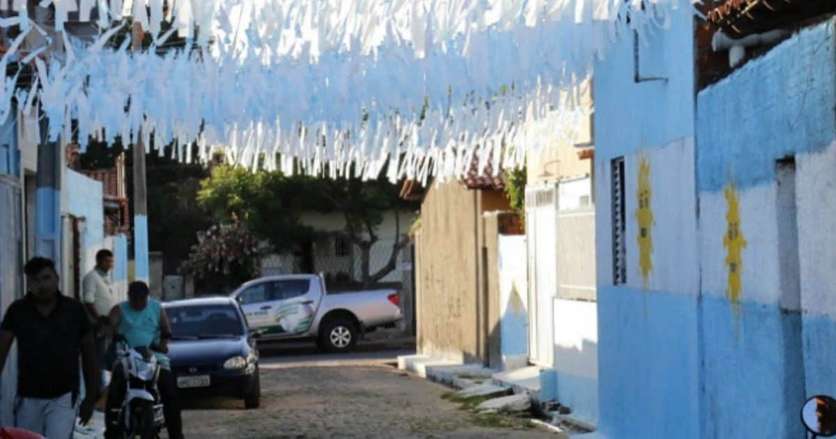 argentina1.png?resize=648,365 - Moradores pintam rua com cores da Argentina como forma de protesto