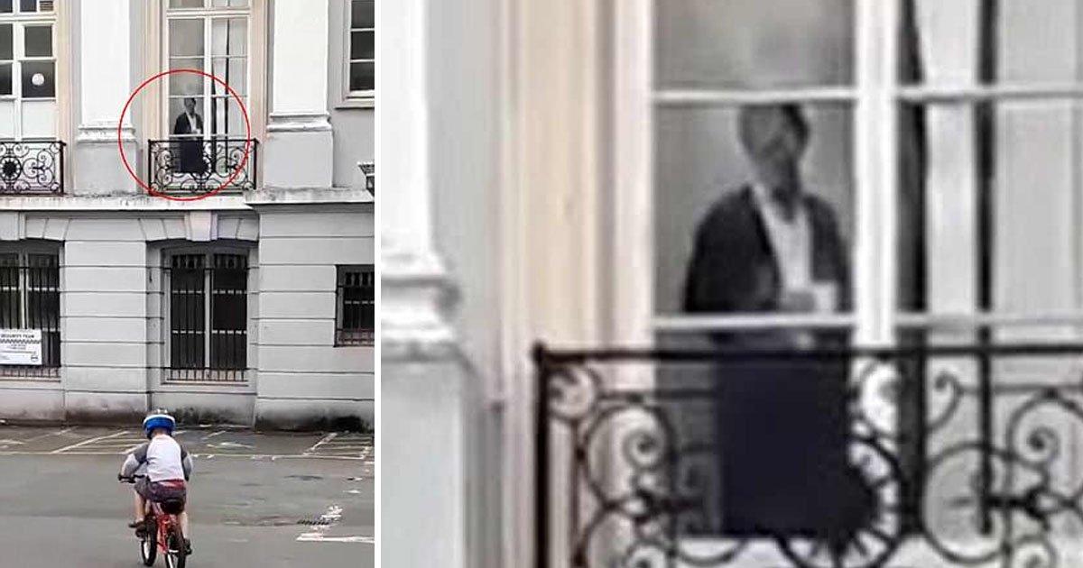"""babies 1.jpg?resize=366,290 - Una mujer filma la """"aparición de un fantasma victoriano"""" en la ventana de la mansión Devon"""