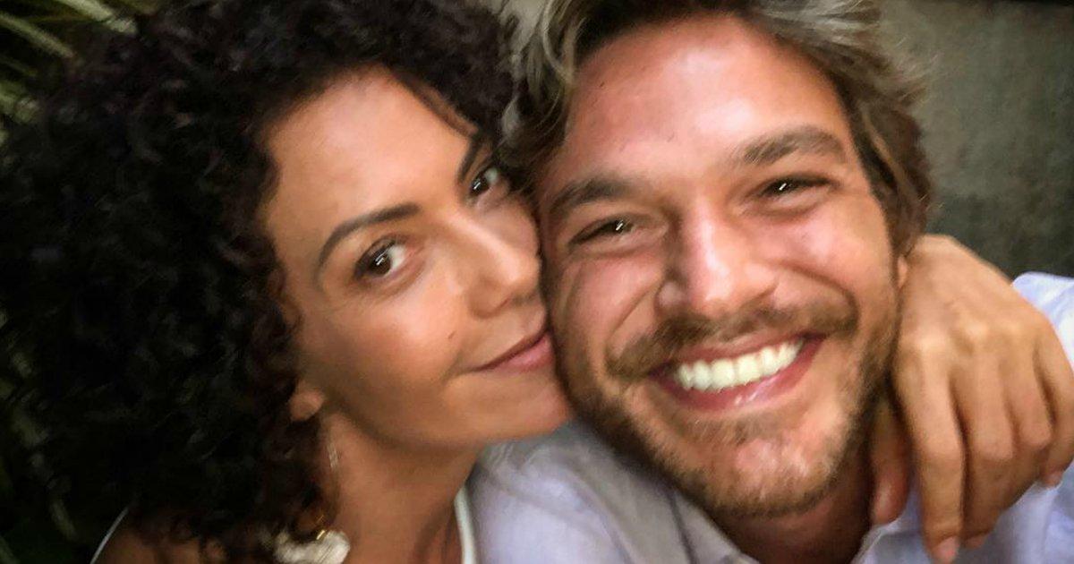 """betocacau.png?resize=1200,630 - Juntos na vida real, atores dão beijo """"proibidão"""" nos bastidores de """"Segundo Sol"""""""