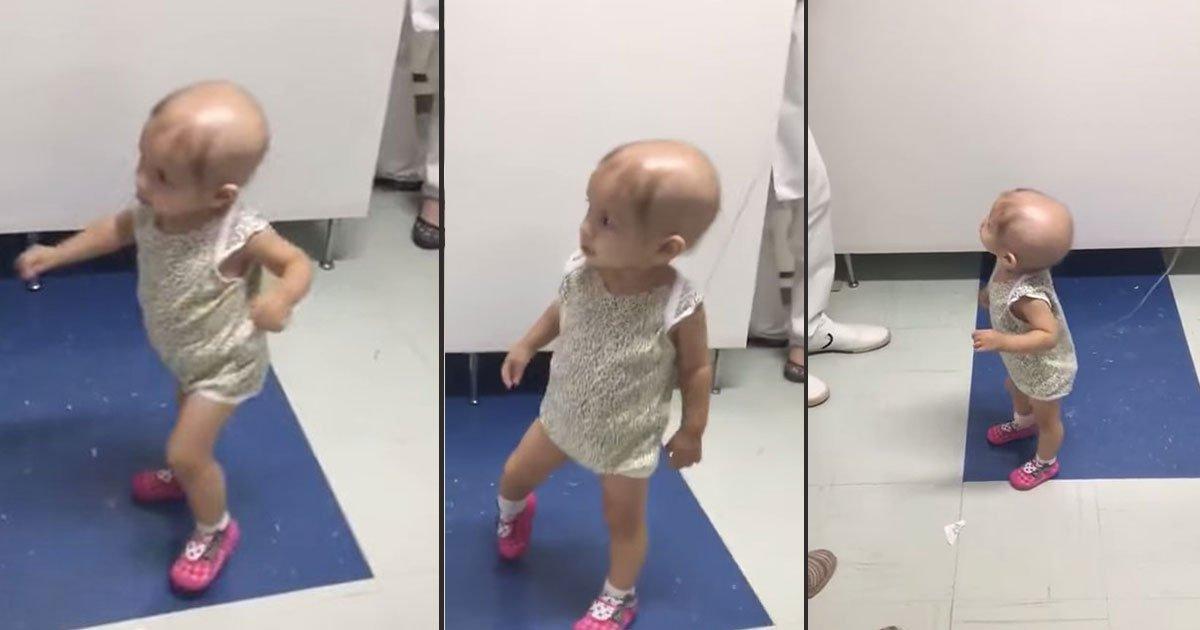 cancer patient sophia featured.jpg?resize=412,232 - Uma pequena paciente com câncer dança ao som de um ukulele, quem tocou para ela é uma surpresa