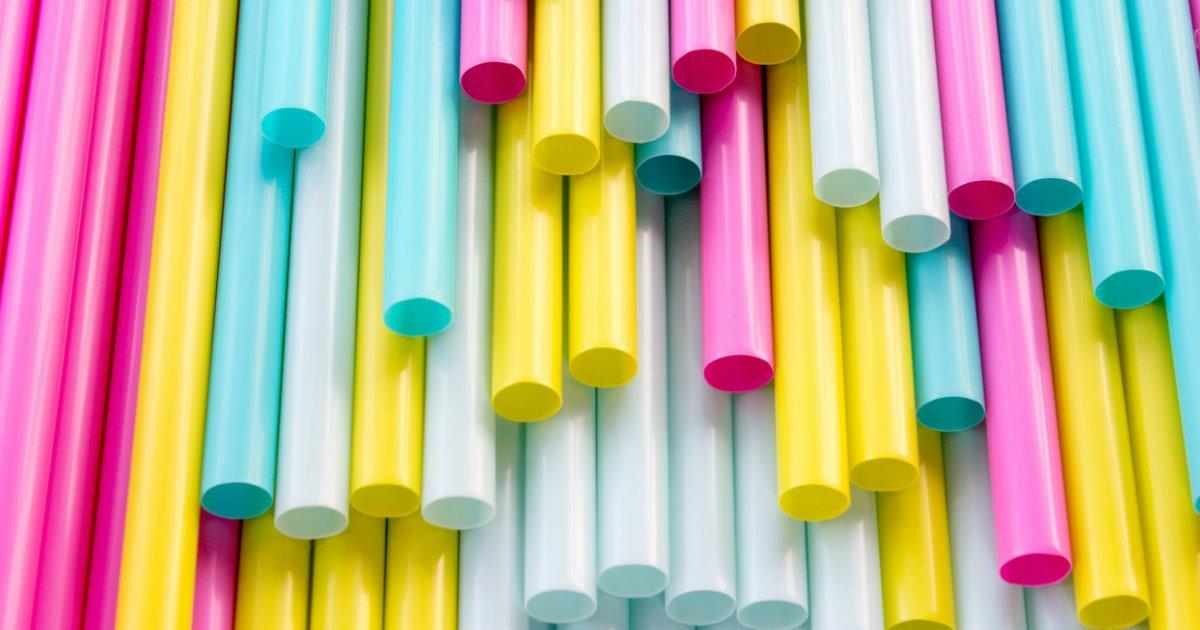 canudos.png?resize=648,365 - Canudinhos plásticos são banidos no Rio e multas chegam a R$ 3 mil