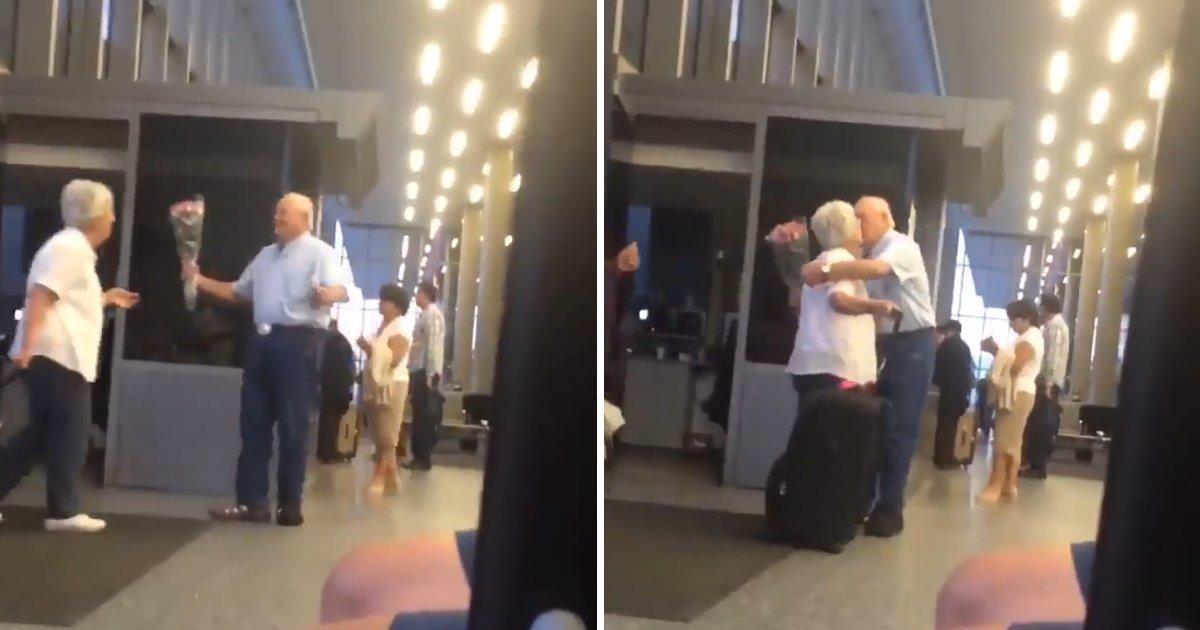 capa9 3.png?resize=300,169 - Senhor de idade espera por sua esposa no aeroporto com um buquê de flores e uma caixa de chocolates