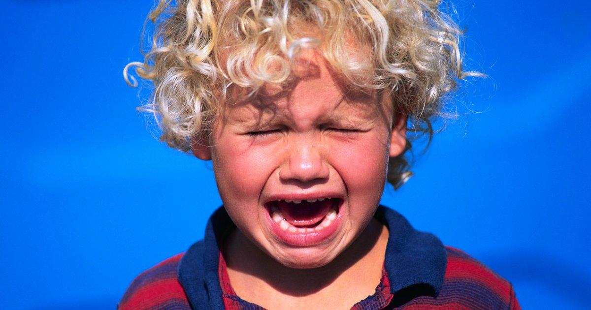 chorando2.png?resize=300,169 - Palmada na criança pode causar depressão e outros transtornos, afirma estudo