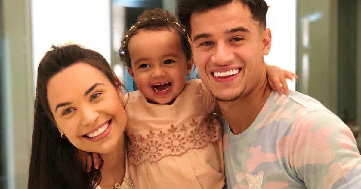 coutinhofam.png?resize=300,169 - Philippe Coutinho é louco pela esposa e filha; conheça essa família maravilhosa