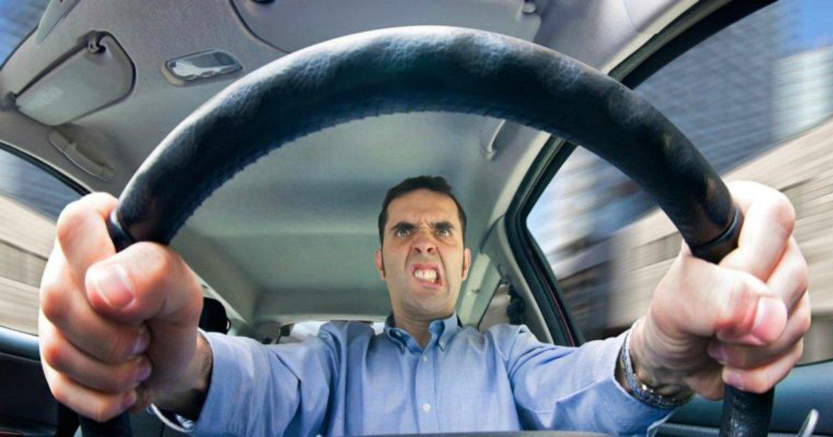 driver1.png?resize=300,169 - Filhos mais velhos dirigem pior que os irmãos, descobre estudo