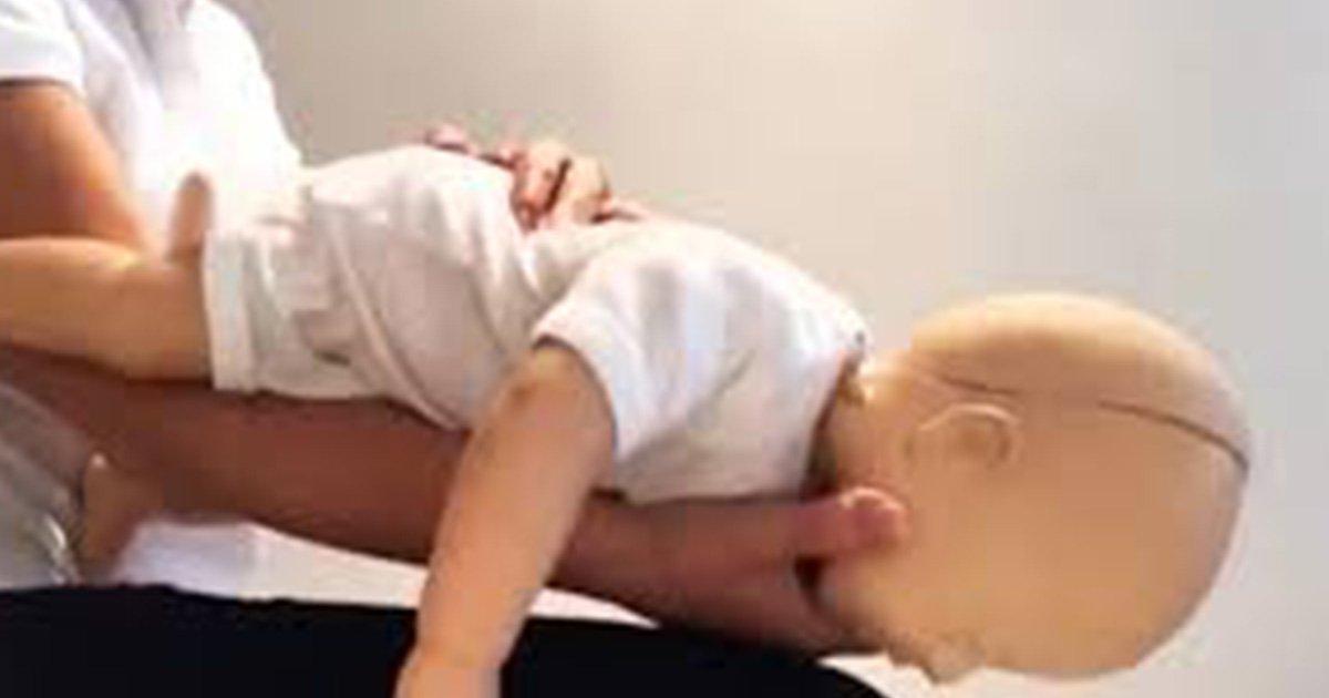 ec9584eab080 9ec8db8eb84ac.jpg?resize=300,169 - Voici des conseils qui s'avéreront très utiles si votre bébé s'étouffe