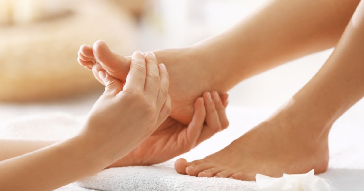 feet massage 1.jpg?resize=412,275 - Foot Massage Techniques To Relieve Stress, Headaches And Insomnia