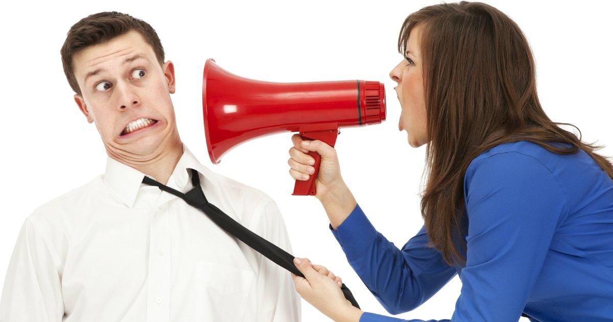 femlae boss revenge.jpg?resize=1200,630 - Un patron a accusé un employé de harcèlement sexuel; celui-ci s'est vengé brutalement