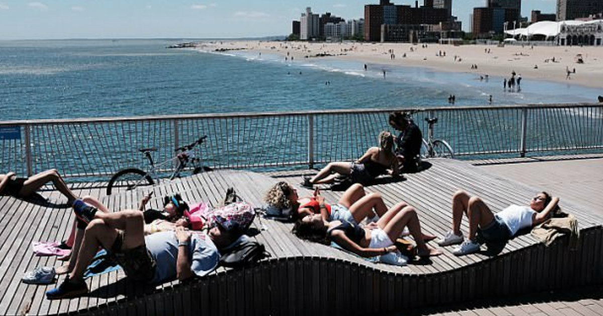 heat attack.jpg?resize=636,358 - Record-Breaking Temperature Hit The East Coast With New York Getting Its Hottest Day Ever Since 1929