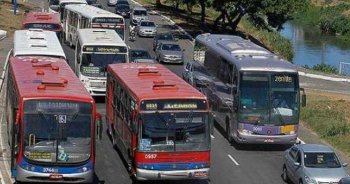 onibussalvador.png?resize=648,365 - Homem tenta roubar ônibus que já estava sendo assaltado