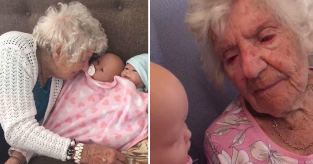 only smiles.jpg?resize=412,232 - Une grand-mère de 94 ans atteinte de démence ne sourit que lorsqu'elle tient cet objet