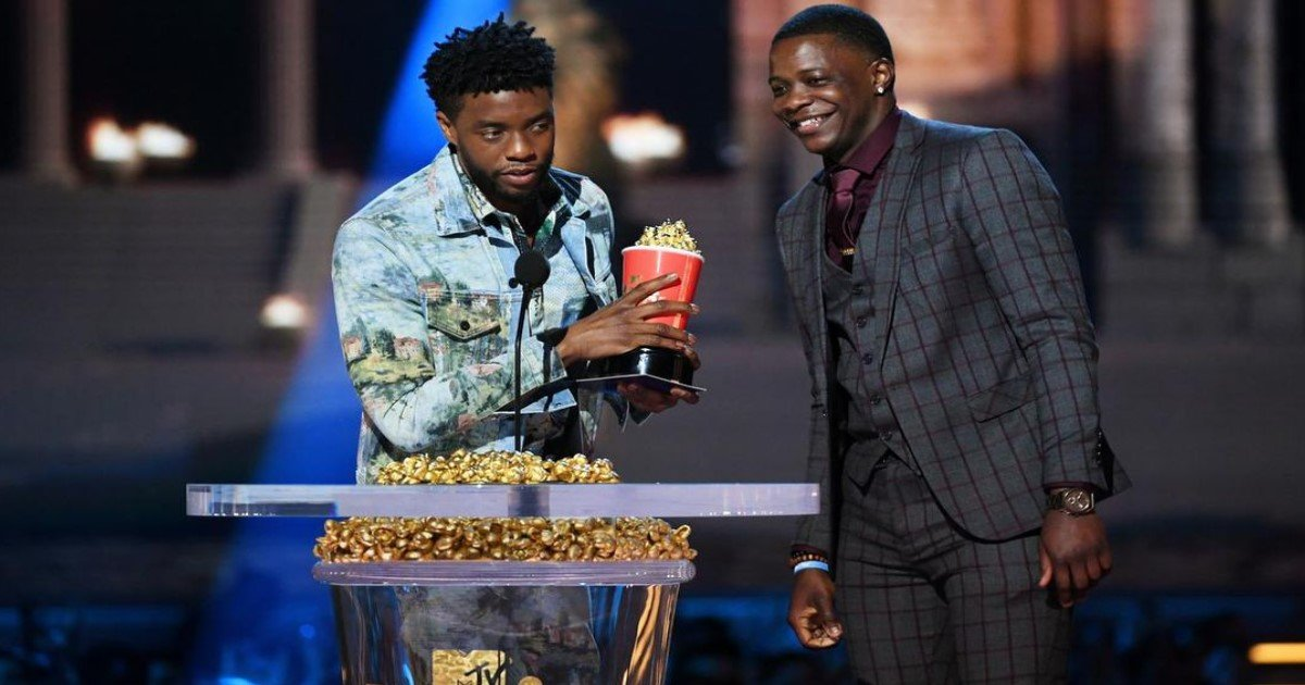 pic copy 21.jpg?resize=574,582 - The 'Black Panther' Star Chadwick Boseman Wins 'Best Hero' Award And Gives It To Waffle House Shooting Hero