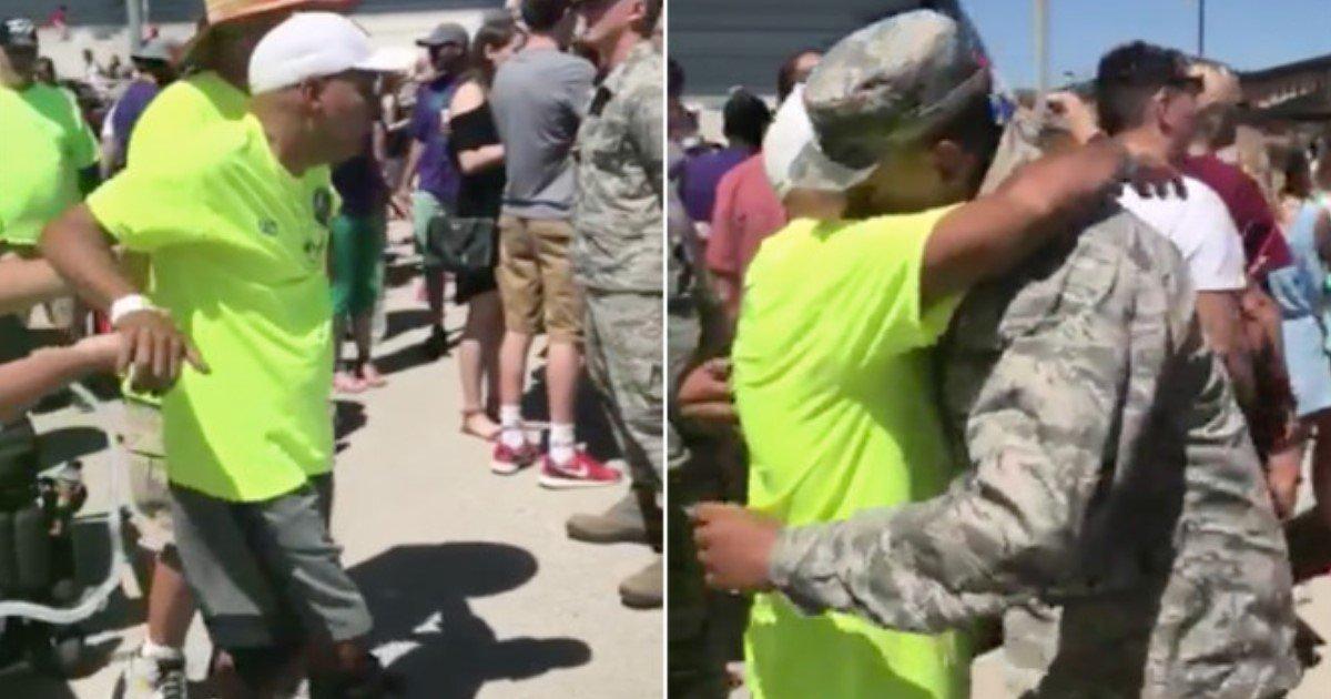 pic copy 6 2.jpg?resize=412,232 - Un vétéran atteint de la SLA sort de son fauteuil roulant pour rendre hommage à son fils lors de la remise des diplômes militaires, et tout le monde se met à pleurer