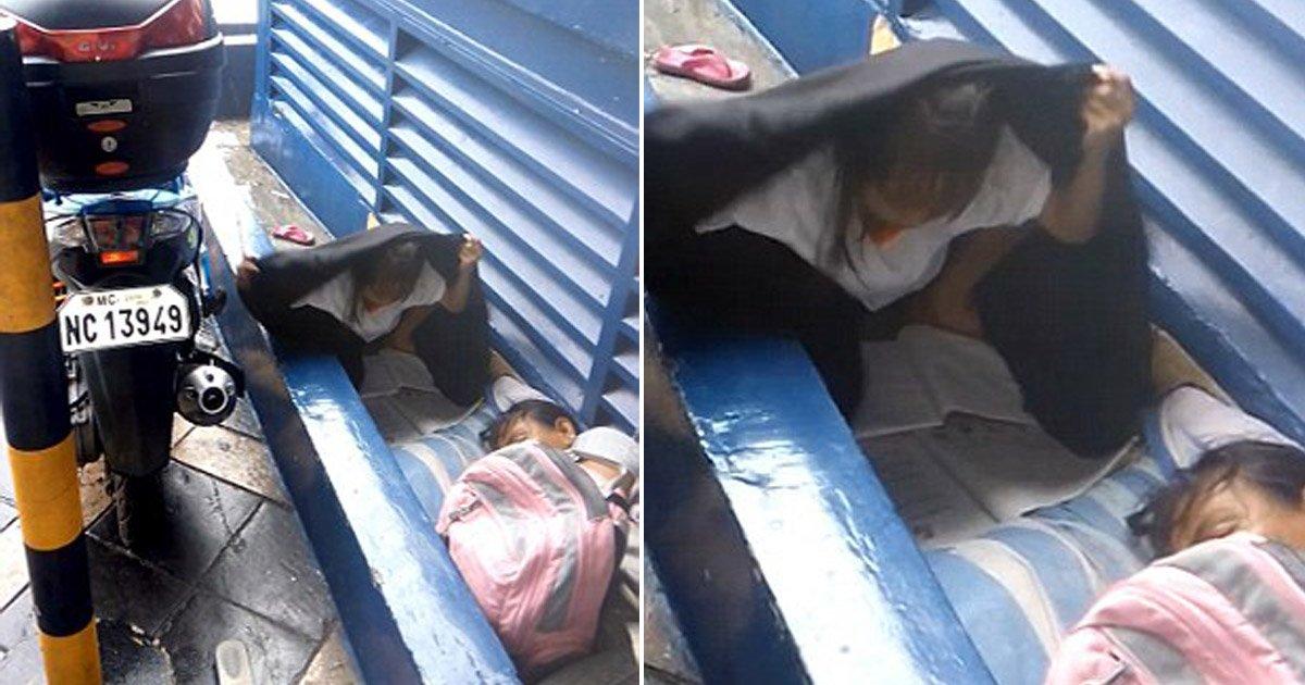 2 165.jpg?resize=412,232 - 며칠 전 노숙자 됐지만 '길거리'에서 아무렇지 않게 '숙제'한 소녀 (영상)