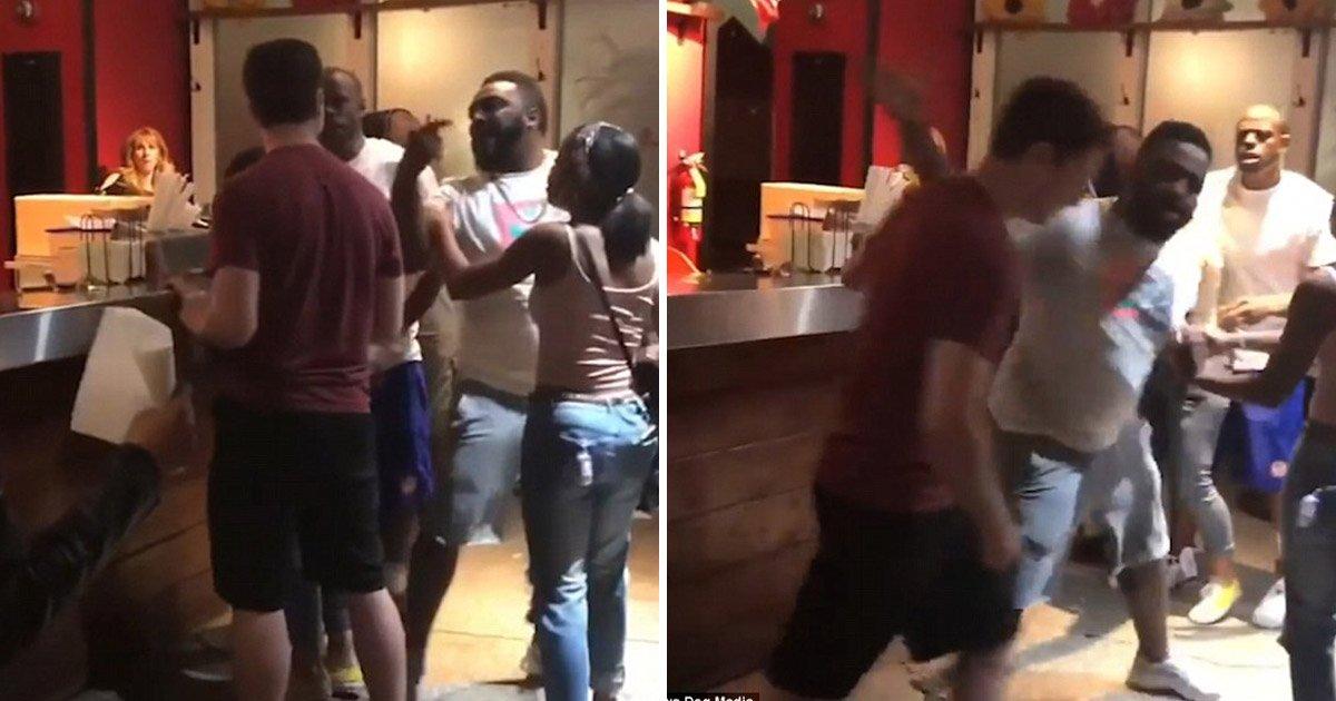 2 259.jpg?resize=300,169 - 타코 음식점에서 한 남성이 '새치기'를 하자 생긴 일 (영상)