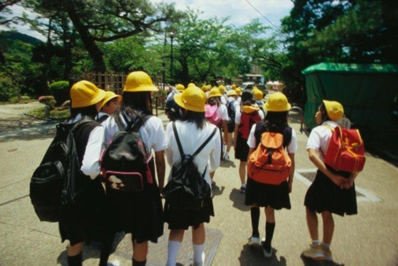 「下校中に水筒でお茶を飲むことを禁止している小学校」の画像検索結果