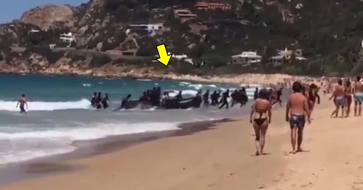 afdaf.jpg?resize=300,169 - Le moment où 50 immigrants débarquent sur une plage espagnole fait le tour d'Internet