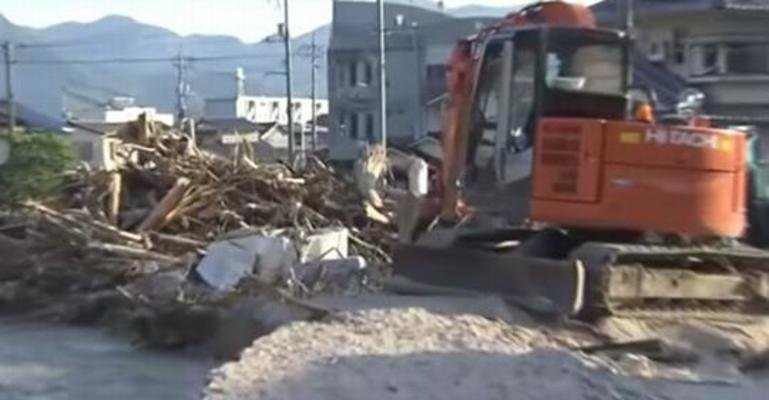 西日本豪雨で甚大な被害を受けた広島県で泥出しのボランティアをしていたのはまさかのあの俳優!!のイメージ