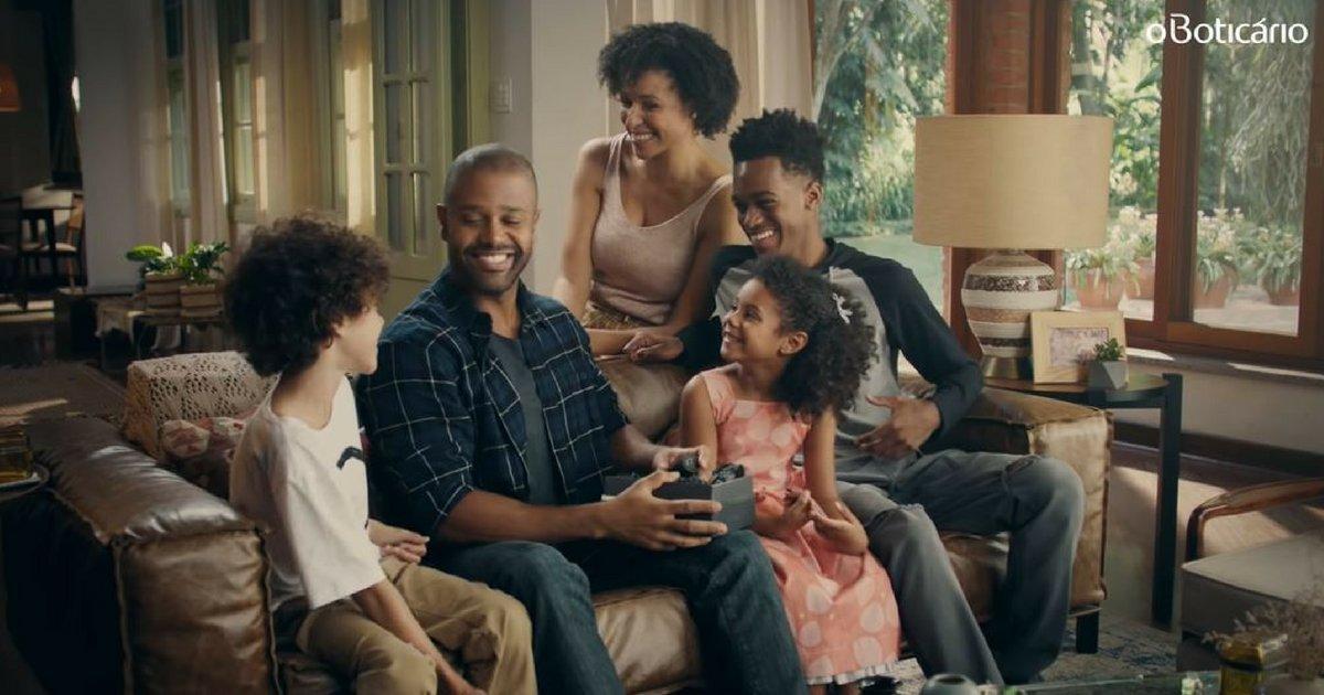 boticariothumb.png?resize=412,232 - Campanha do Boticário com família negra é alvo de ataques