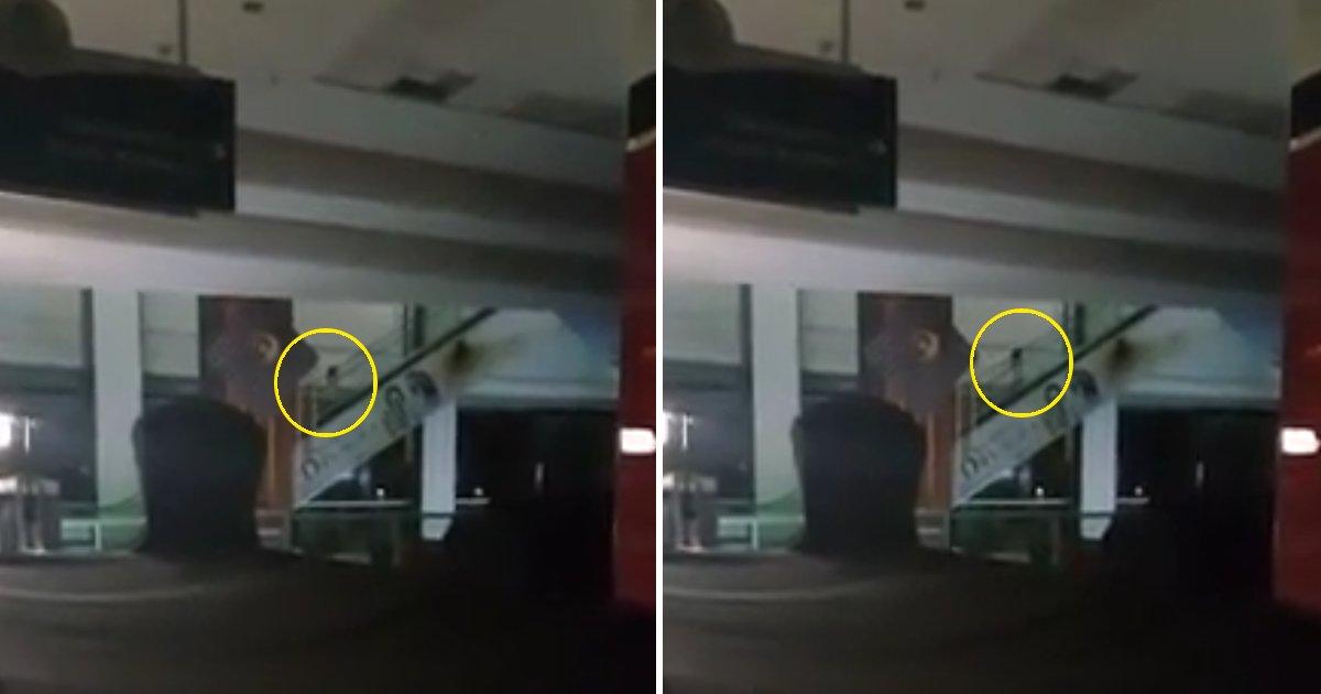 capa00qa.png?resize=1200,630 - Homem faz imagens de uma garotinha fantasma subindo uma escada rolante