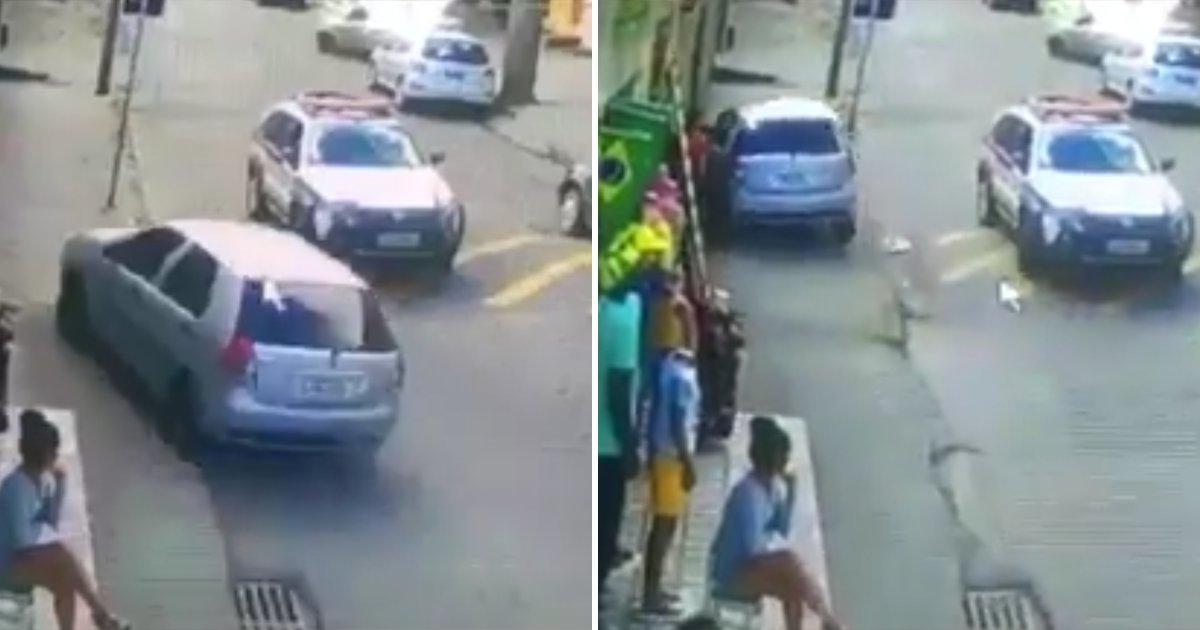 capax1.png?resize=1200,630 - Vídeo absurdo mostra um carro desviando de outro por cima da calçada