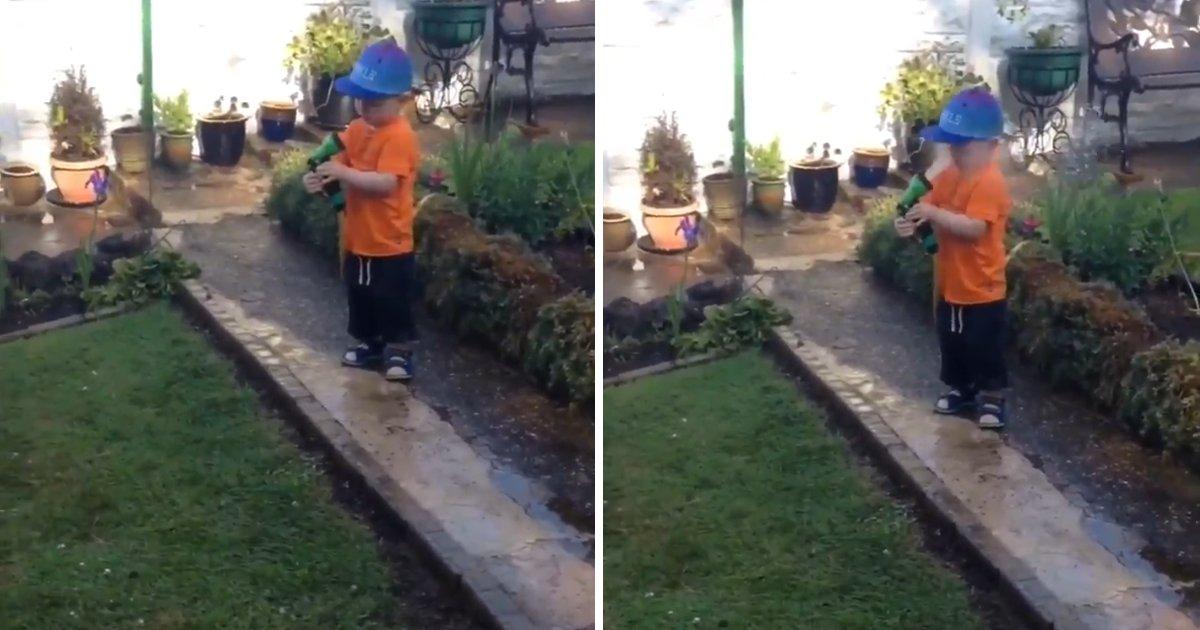 capax4.png?resize=1200,630 - Pobre criança! Pais fazem brincadeira com filho e ele acaba levando um jato de água na cara