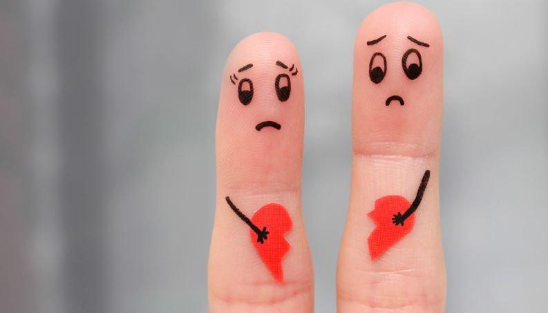 casal separacao namoro 0916 1400x800.jpg?resize=412,232 - E aí, você sabe quem sofre mais depois do término de uma relação - homem ou mulher?