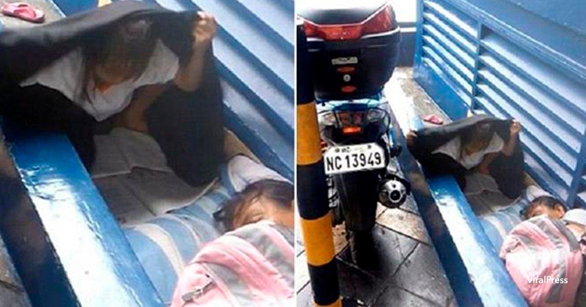 cov 3 4.png?resize=412,232 - Esta niña sin hogar conmueve al mundo haciendo la tarea bajo la lluvia
