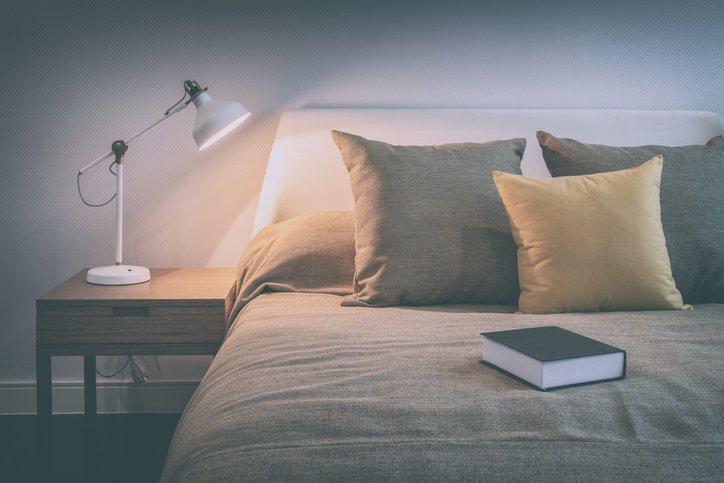 「明かり 暗い 読書」の画像検索結果