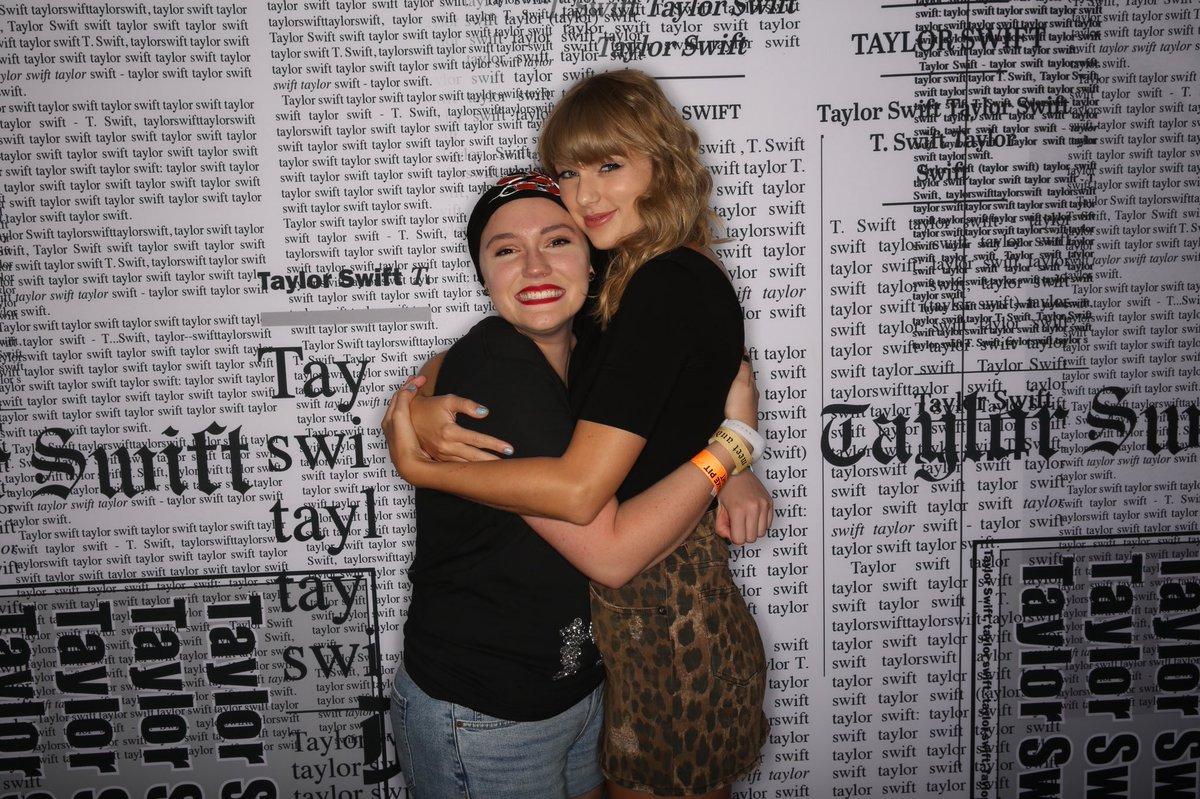 dipjnruxcaaj1 r.jpg?resize=1200,630 - Emocionante: Taylor Swift encontra fã que luta contra o câncer