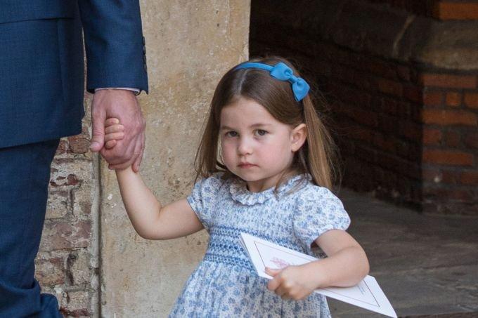 """gettyimages 994847604.jpg?resize=1200,630 - Princesa Charlotte desafia os paparazzi em batizado do irmão: """"Vocês não vêm junto"""""""