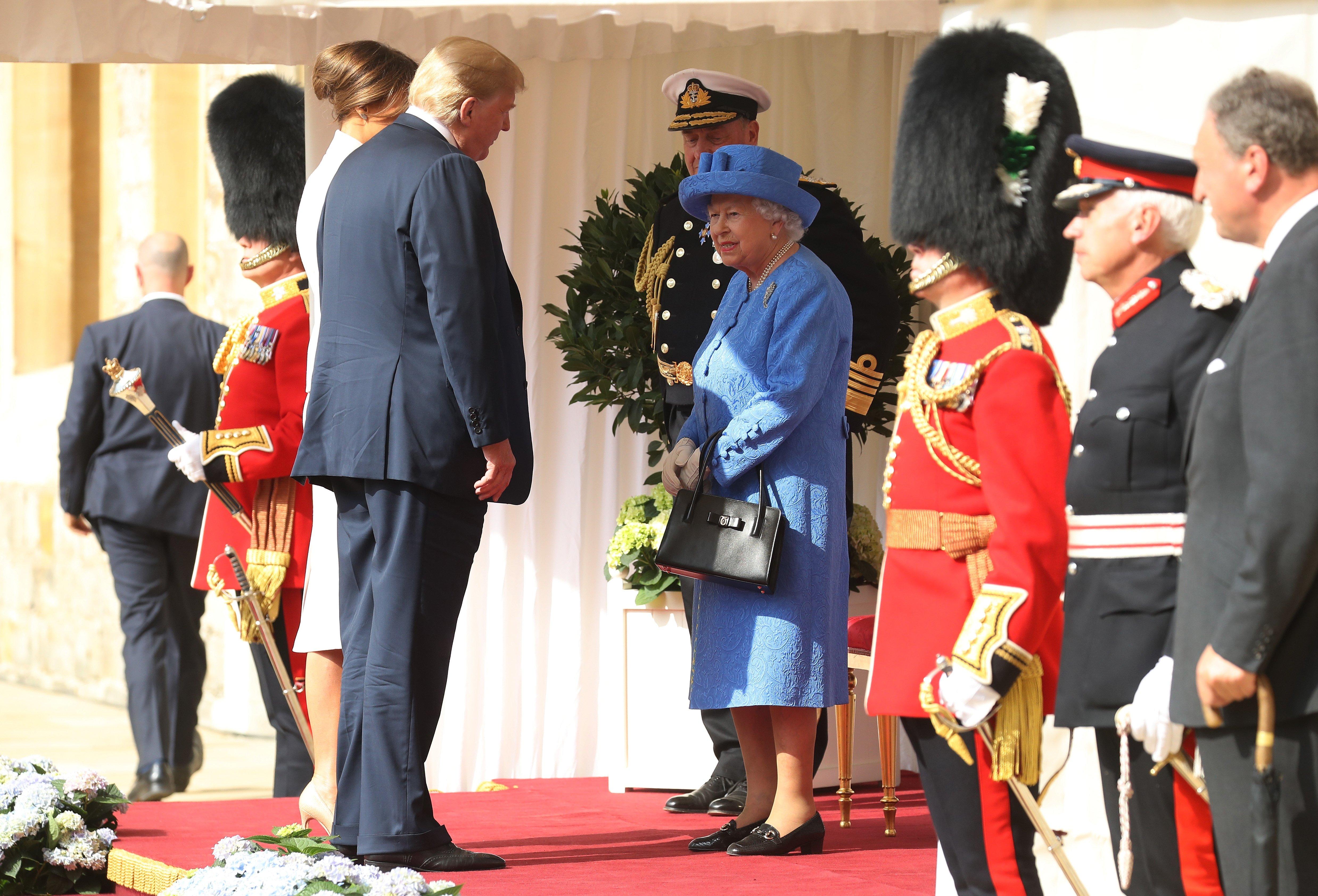 gettyimages 997851916.jpg?resize=300,169 - Trump comete gafes durante encontro com a rainha Elizabeth