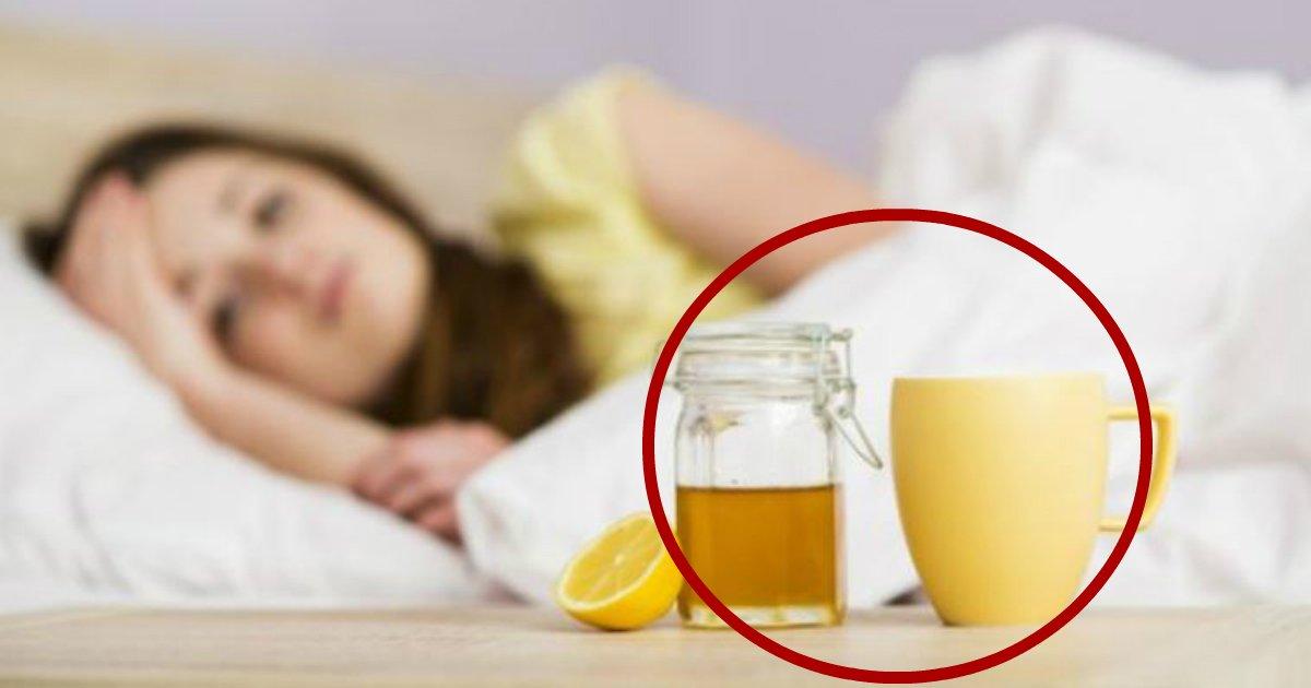 honey water.jpg?resize=366,290 - Procurando uma maneira deliciosa de melhorar sua saúde? Aqui estão os incríveis benefícios de beber água com mel todos os dias