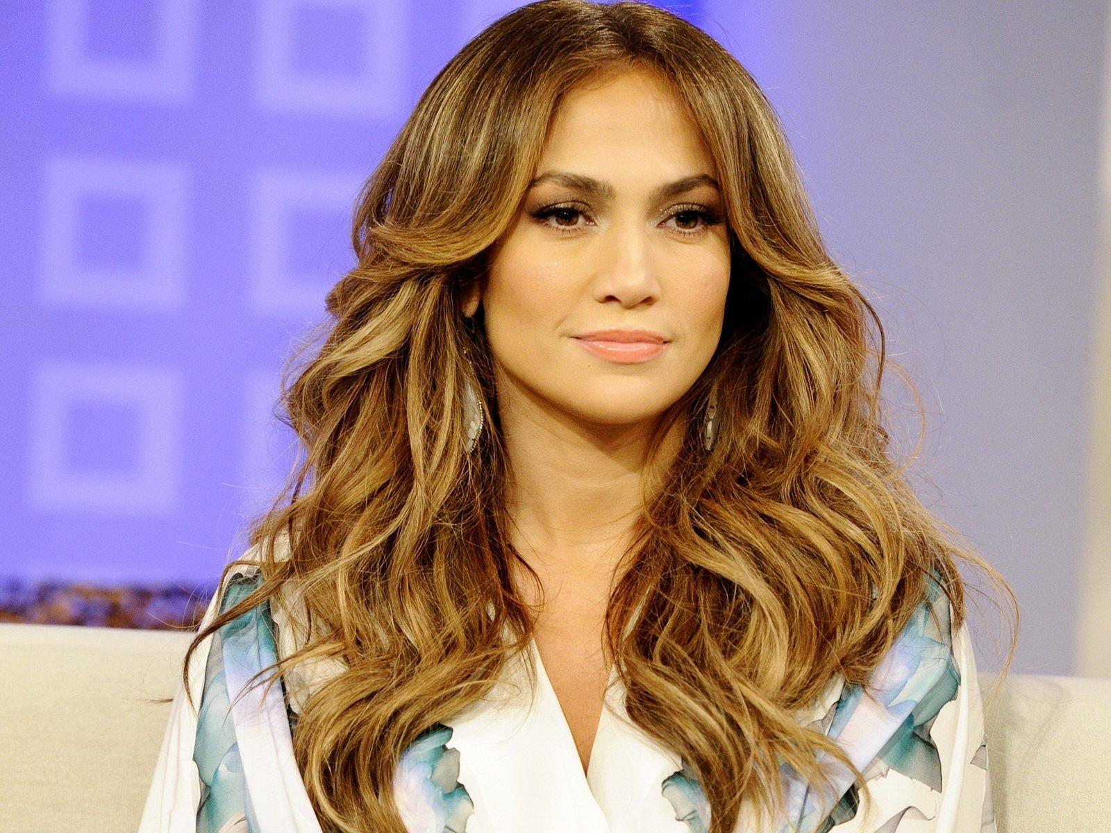 """jennifer lopez idol 1.jpg?resize=1200,630 - Jennifer Lopez declara: """"Todos os homens são inúteis antes dos 33 anos"""" e uma especialista acredita que talvez ela não esteja errada"""