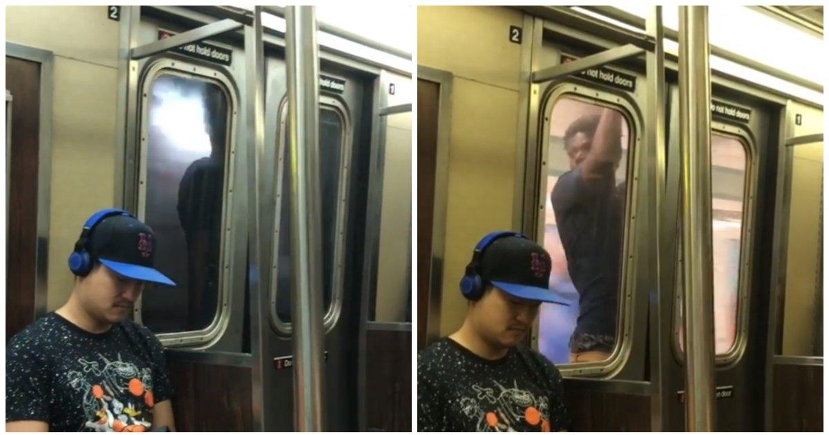 layout 2018 7 16 1 2.jpg?resize=300,169 - 달리는 지하철 밖에 '매달려' 역 하나를 '이동'한 남성 (영상)