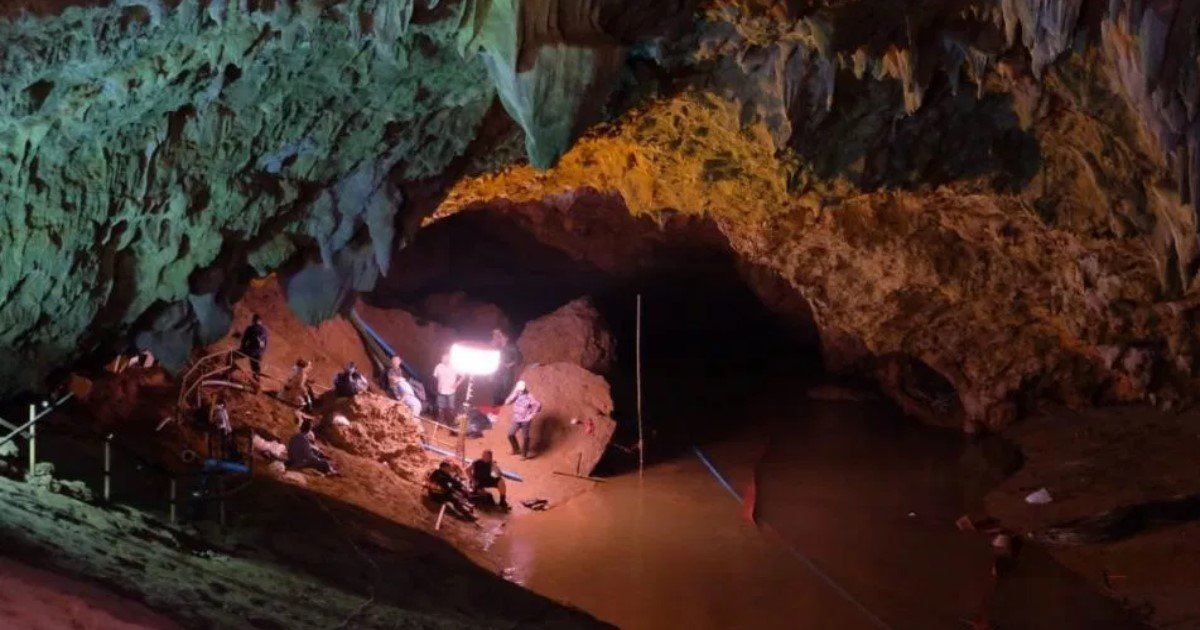 pic copy 12.jpg?resize=636,358 - Thai Cave Rescue Of 12 Boys And Coach To Be Made Into Hollywood Film