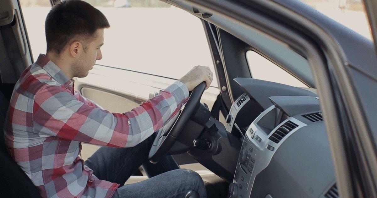 pic copy 2 15.jpg?resize=300,169 - Nunca debes abrir la puerta del coche con la mano izquierda