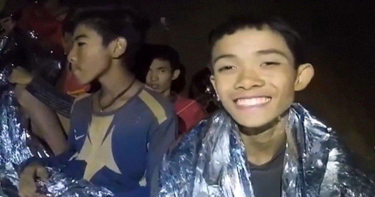 pic copy 2 5.jpg?resize=1200,630 - Découvrez le garçon qui a sauvé son équipe de la grotte thaïlandaise grâce à une compétence étonnante
