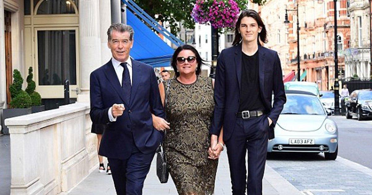 pierce brosnan keely shaye smith.jpg?resize=1200,630 - Pierce Brosnan et sa femme Keely Shaye Smith s'embrassent dans les rues de Londres avant un déjeuner en famille.