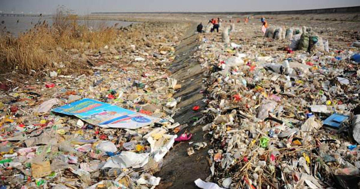 plastic waste.jpg?resize=300,169 - Un estudio muestra que el 95% de los residuos plásticos mundiales provienen SOLAMENTE de diez ríos asiáticos y africanos