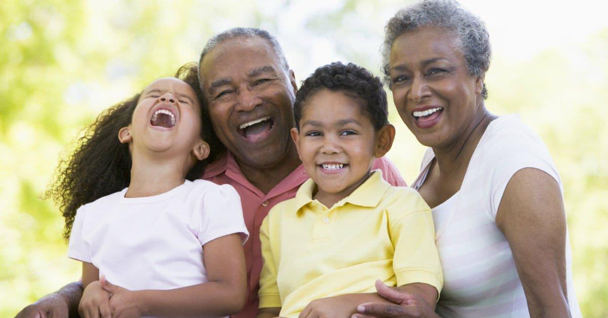 relacao avos e netos.jpg?resize=300,169 - Estudo mostra que os avós que cuidam de seus netos vivem mais