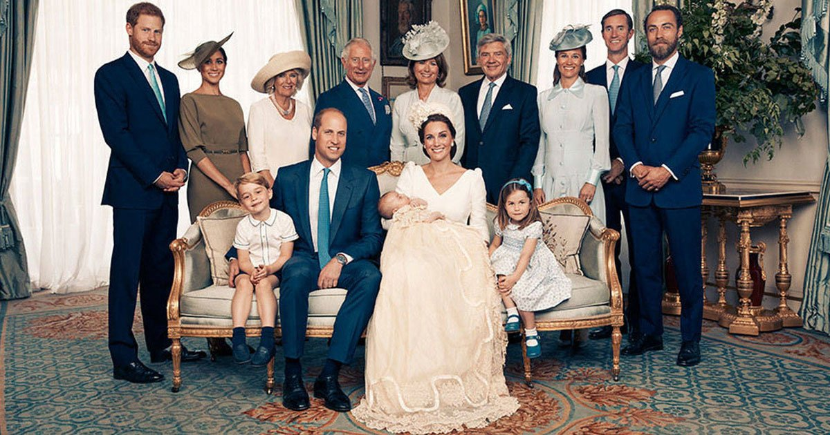 royal family portraits kate william louis 1.jpg?resize=300,169 - Ce portrait royal du baptême du prince Louis a conquis Internet.