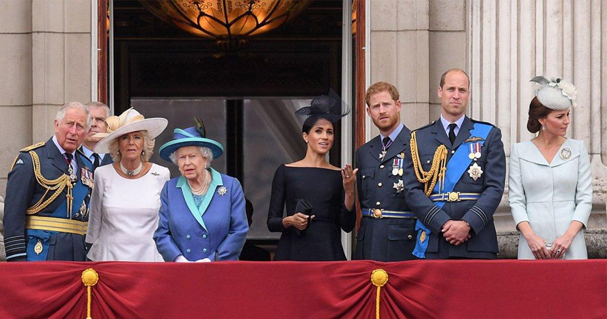 the royal family celebrates spectacular air force centenary flypast at buckingham palace.jpg?resize=1200,630 - A família real celebra o espetacular sobrevoo centenário da Força Aérea no Palácio de Buckingham - Mas onde estão o príncipe George e a princesa Charlotte?