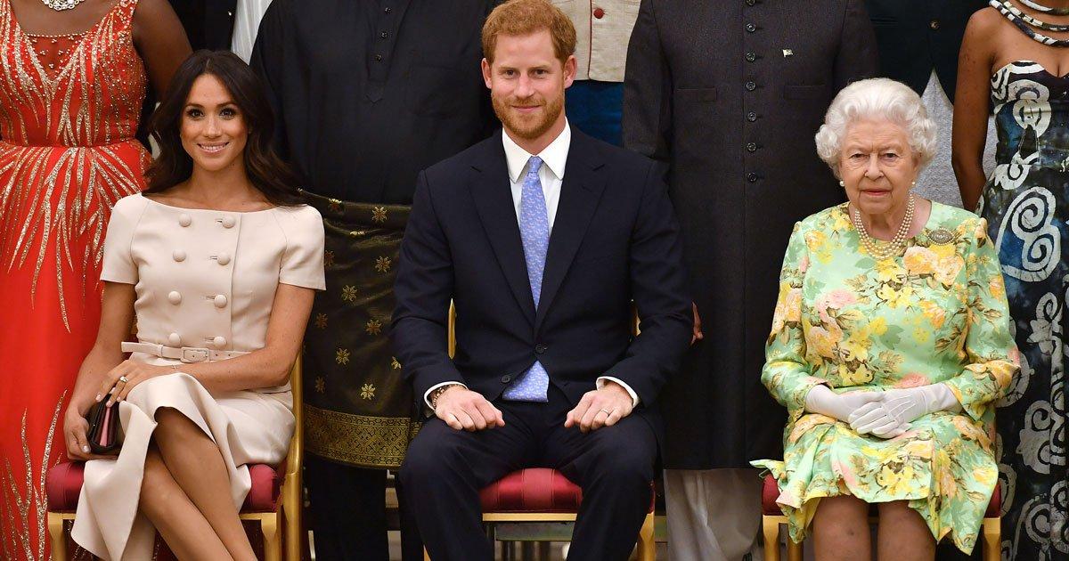 untitled 1.jpg?resize=1200,630 - Los fanáticos de la realeza apoyaron a Meghan después de que fue acusada de intentar sostener la mano de Harry en público y cruzar sus piernas en un evento