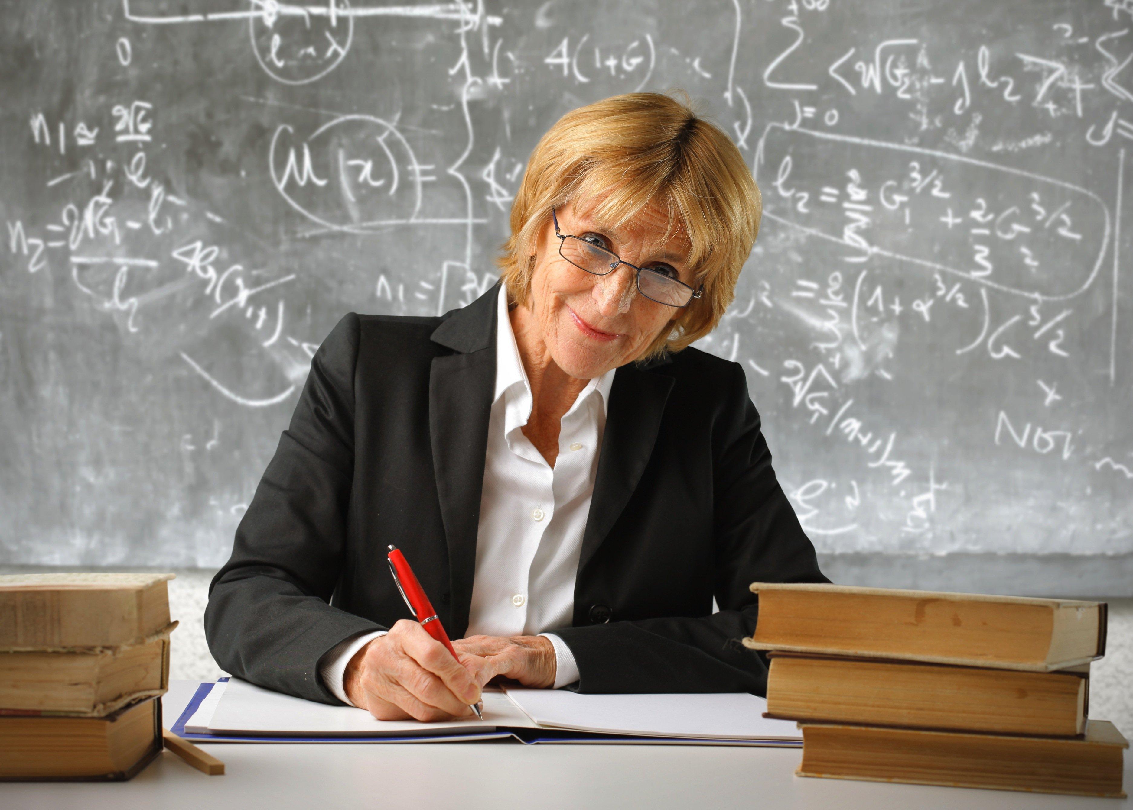 woman professor.jpg?resize=1200,630 - Estudo comprova que mulheres que fazem vídeos educacionais no YouTube recebem mais comentários hostis do que os homens
