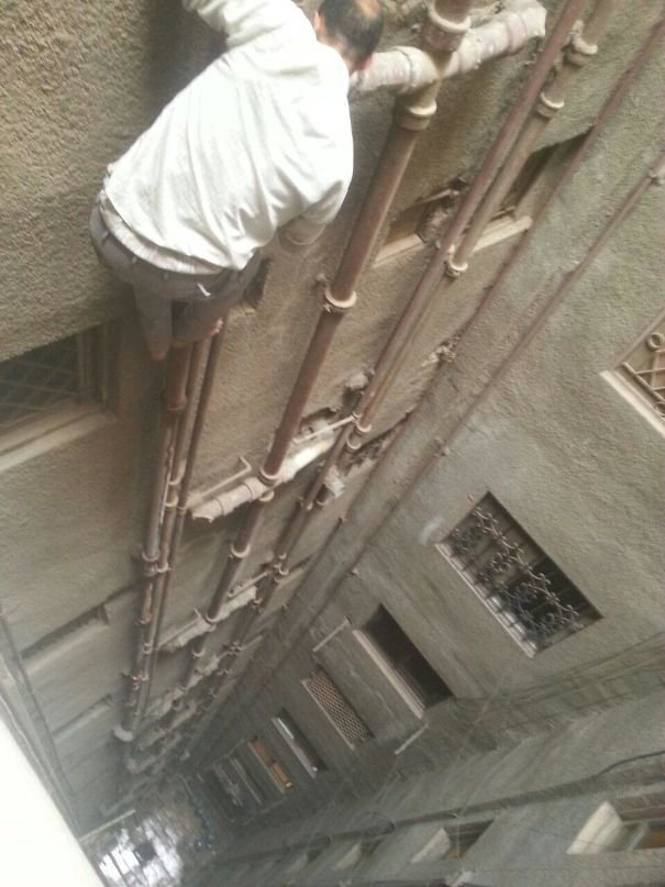 On Vacation In Egypt. Called A Plumber To Fix The Toilet. He Calmly Climbs Out Of The Window In His Flip Flops